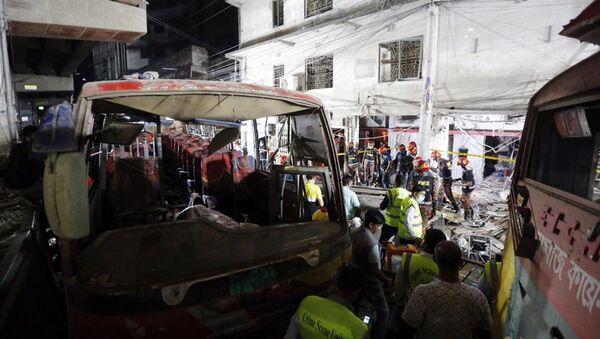 Bangladeş'in başkenti Dakka'da bulunan bir binanın zemin katında meydana gelen patlamada, ilk belirlemelere göre en az 7 kişinin hayatını kaybettiği, 50'den fazla kişinin ise yaralandığı bildirildi. - Sputnik Türkiye