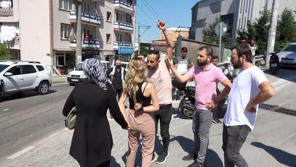 Bursa'da kadına yönelik bıçaklı saldırıyı gazeteciler engelledi - Sputnik Türkiye