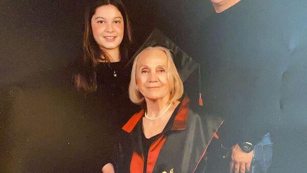 Cerrahpaşa'dan 74 yaşında mezun olan Nimet Süner - Sputnik Türkiye