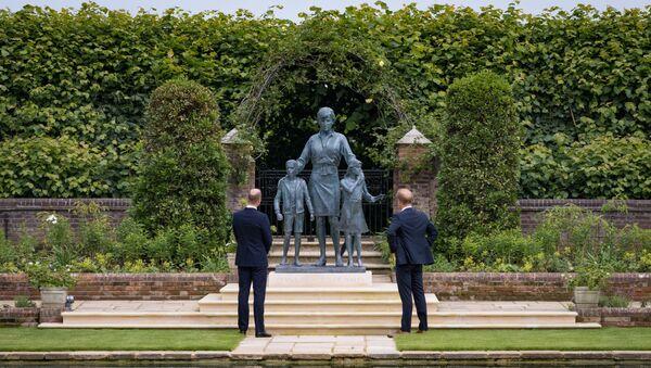 Prenses Diana'nın heykeli Londra'da açıldı - Sputnik Türkiye