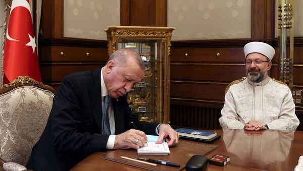 Diyanet İşleri Başkanı Erbaş, Cumhurbaşkanı Erdoğan'ın 2021 Yılı Vekâlet Yoluyla Kurban Kesim Programı'na kurban bağışında bulunduğunu duyurdu. - Sputnik Türkiye