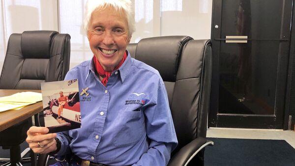 82 yaşındaki kadın pilot Wally Funk, Jeff Bezos ile uzaya uçacak - Sputnik Türkiye
