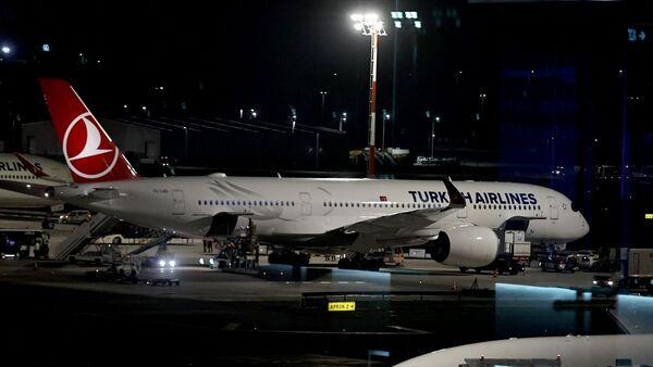 Mehmet Aydın, Brezilya'nın Sao Paulo kentindeki Guarulhos Uluslararası Havalimanı'ndan Türkiye saati ile 09.40'ta havalanan THY'nin TK16 sefer sayılı uçağıyla saat 22.30'da İstanbul Havalimanı'na getirildi. - Sputnik Türkiye