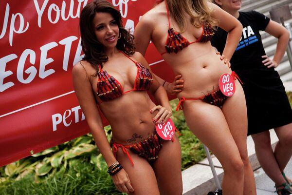 Washington'daki etkinliğe katılan bikinili mankenler, 2010 - Sputnik Türkiye