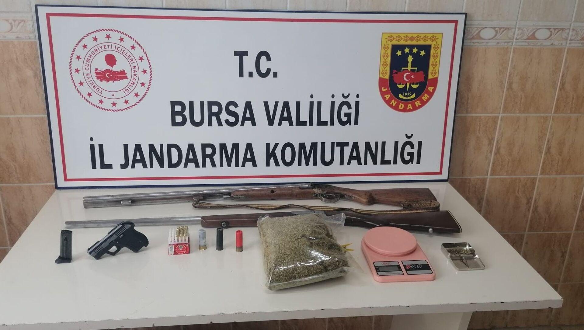 Jandarmadan uyuşturucu partisi yapılan iki adrese baskın - Sputnik Türkiye, 1920, 05.07.2021