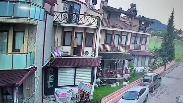 Balkondan tırmanarak evine giren tacizciden kaçtı - Sputnik Türkiye