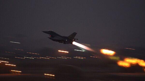 F-16 savaş uçağı - İncirlik Üssü - Sputnik Türkiye