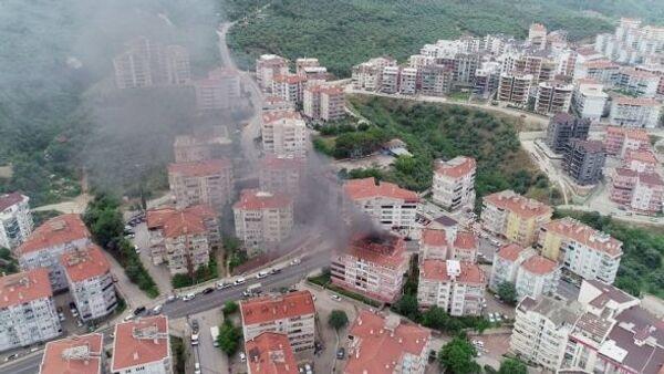 Bursa'da bir apartmanın çatısında çıkan yangın havadan görüntülendi - Sputnik Türkiye