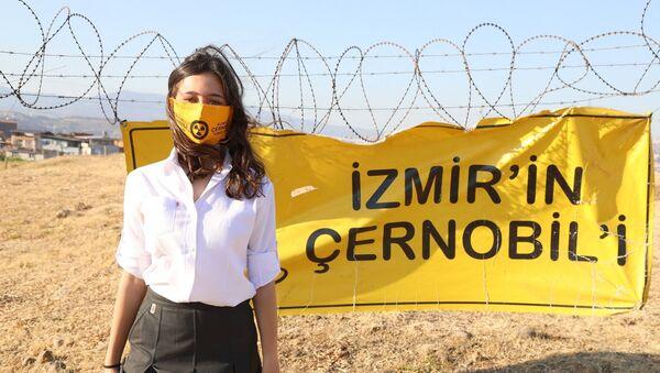 İzmir'in Çernobil'i isimli projesiyle, Gaziemir ilçesi Emrez Mahallesi'ndeki nükleer atıkların insan ve çevre sağlığına etkilerini anlatan lise öğrencisi Zeynep Cangı dünya birincisi oldu. - Sputnik Türkiye