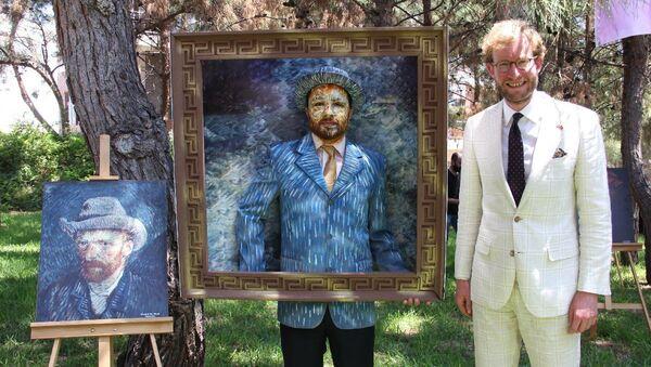 Van Gogh tablosunu canlandıran sağlıkçı, Mersin - Sputnik Türkiye