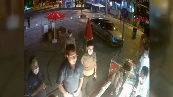 Ordu'da kapanma saatini ihlal ettikleri gerekçesiyle büfe işletmecilerine müdahale eden 2 polis görevden uzaklaştırıldı - Sputnik Türkiye