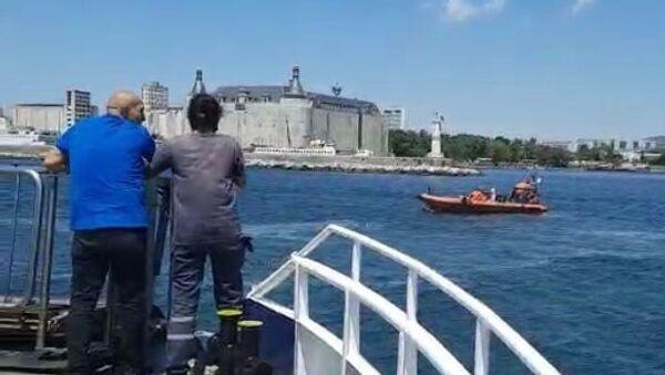 Kadıköy-Eminönü seferini yapan vapurda, bir yolcu denize düştü. Sahil Güvenlik ve Deniz Polisi ekiplerince kurtarılan yolcu tedbir amaçlı hastaneye kaldırıldı. - Sputnik Türkiye