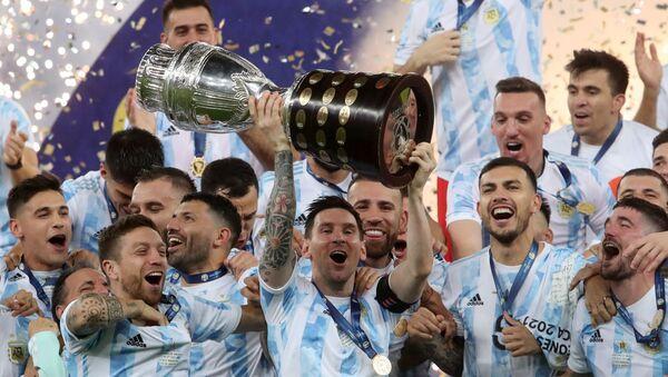 Copa America finalinde Brezilya'yı 1-0 mağlup eden Arjantin şampiyon oldu - Sputnik Türkiye