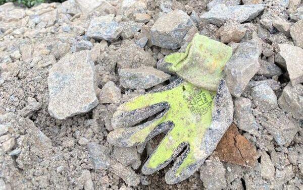 Manastıra yaklaşık 400 metre mesafede Altındere Vadisi Milli Parkı içerisine dökülen inşaat, plastik ve kiremit atıkları nedeniyle kirlilik oluştu. - Sputnik Türkiye