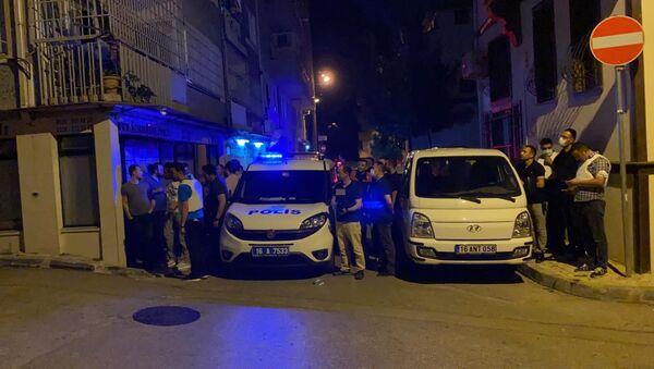 Bursa'da rehine krizi: Kız kardeşlerini rehin aldı, polise ateş açtı    - Sputnik Türkiye