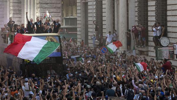 Avrupa şampiyonu İtalya, Roma'da şampiyonluk turu attı - Sputnik Türkiye