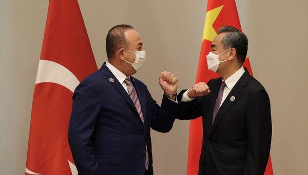 Dışişleri Bakanı Çavuşoğlu, Çinli mevkidaşı Vang Yi ile görüştü - Sputnik Türkiye
