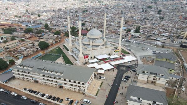 Gana'nın başkenti Akra'da Müslümanların yoğun bulunduğu Kanda mahallesinde, Türkiye Diyanet Vakfı ve Aziz Mahmut Hüdayi Vakfı'nın desteğiyle yaptırılan Millet Cami ve Külliyesi'nin açılışı bugün gerçekleştirilecek. - Sputnik Türkiye