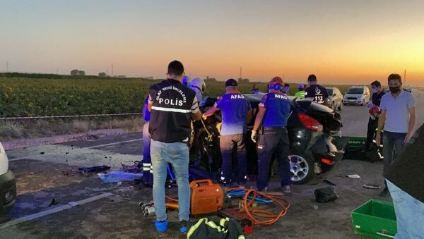 Düğün konvoyunda zincirleme kaza: 2 ölü, 3'ü ağır 6 yaralı - Sputnik Türkiye
