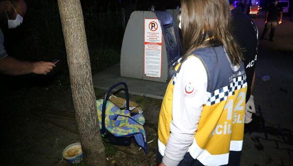 Bolu'da, yeraltı çöp konteynerinin yanında bebek puseti görülmesi ve çöpe bebek atıldığı iddiası üzerine çok sayıda ekibin katılımıyla çöp yığınları arasında arama yapıldı. - Sputnik Türkiye