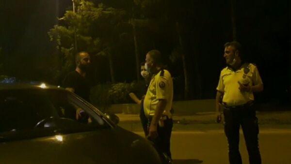 Bursa'nın İnegöl ilçesinde Emniyet Müdürlüğü ekiplerince yapılan uygulamada durdurulan alkollü sürücü - Sputnik Türkiye