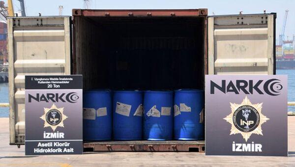 İzmir'in Aliağa ilçesindeki limana Çin'den getirilen bir konteynerde, uyuşturucu yapımında kullanılan 26 ton 160 kilogram kimyasal madde ele geçirildi. - Sputnik Türkiye