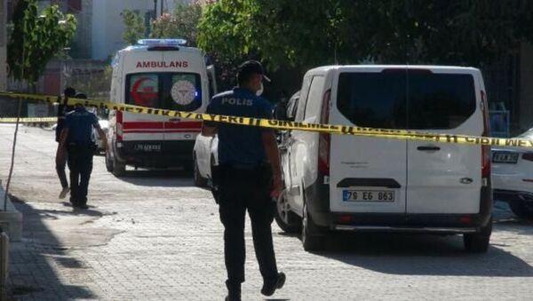 Eşini ruhsatsız tabancayla ayaklarından vurdu, ardından intihar etti - Sputnik Türkiye