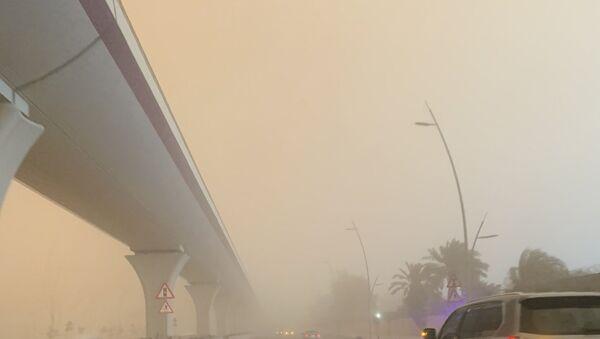 Kum fırtınası gökyüzünü turuncuya bürüdü - Suudi Arabistan - Sputnik Türkiye