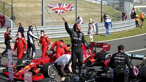 Britanya Grand Prixi'ni  Lewis Hamilton aldı - Sputnik Türkiye