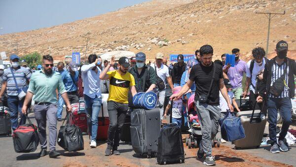 44 bin 220 Suriyeli bayramlaşmak için ülkelerine gitti: 'Kısmetimde varsa evlenmeyi de düşünüyorum' - Sputnik Türkiye