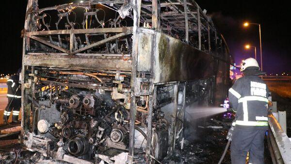 Aksaray'da yolcu otobüsü seyir halinde yanmaya başladı - Sputnik Türkiye