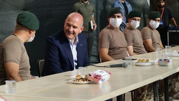 Bakan Soylu, Afrin'de güvenlik güçleriyle bayramlaştı - Sputnik Türkiye