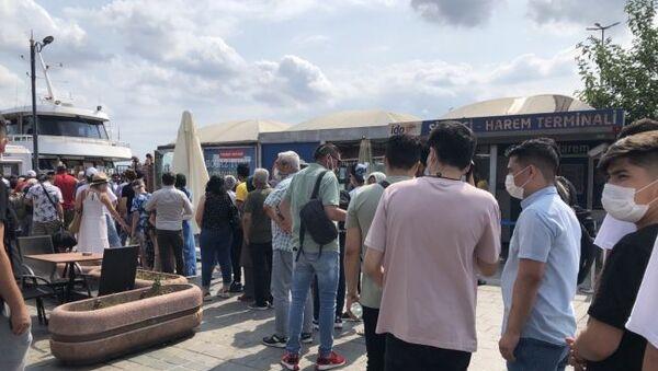 İstanbul'da kalanlar akın etti: Vapur iskeleleri doldu taştı - Sputnik Türkiye