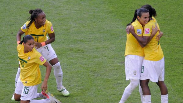 Brezilya'nın kadın milli takımı oyuncuları Formiga ve Marta - Sputnik Türkiye