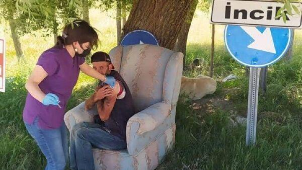 Köyde aşısını olmayan tek kişiye aşı yapıldı  - Sputnik Türkiye