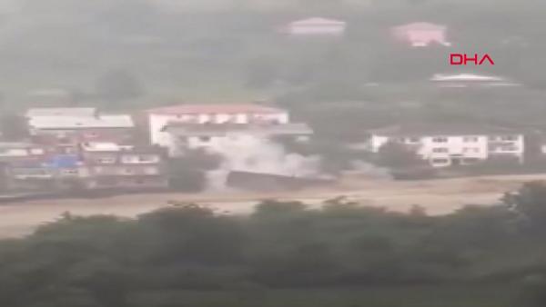 Artvin'de dere kenarındaki ev sel sularına kapıldı - Sputnik Türkiye