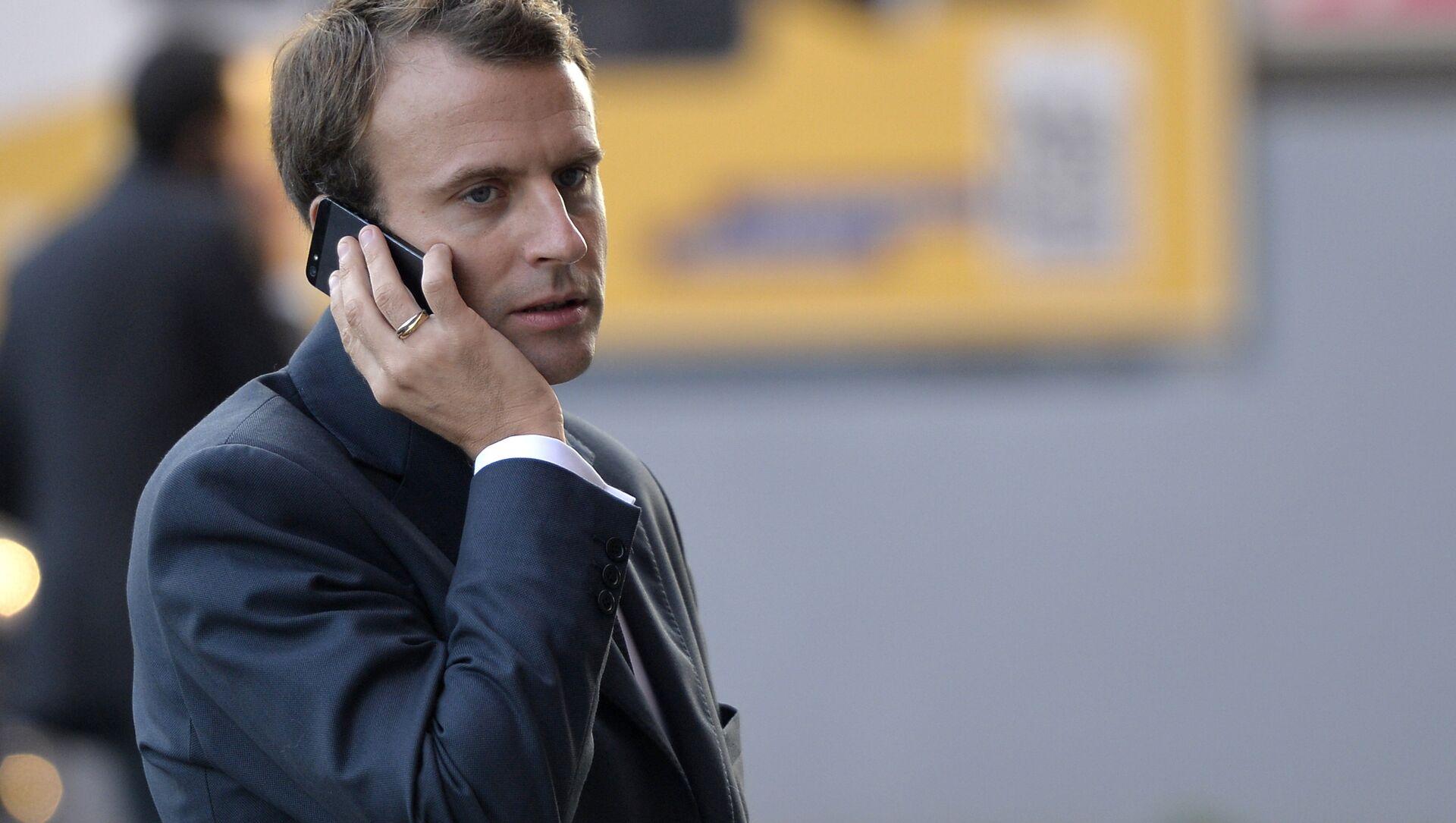 Emmanuel Macron - telefon - Sputnik Türkiye, 1920, 23.07.2021