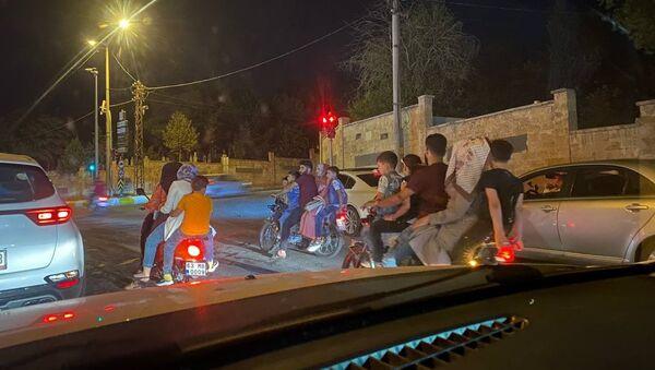 Şanlıurfa'da 3 motosiklette 15 kişi - Sputnik Türkiye