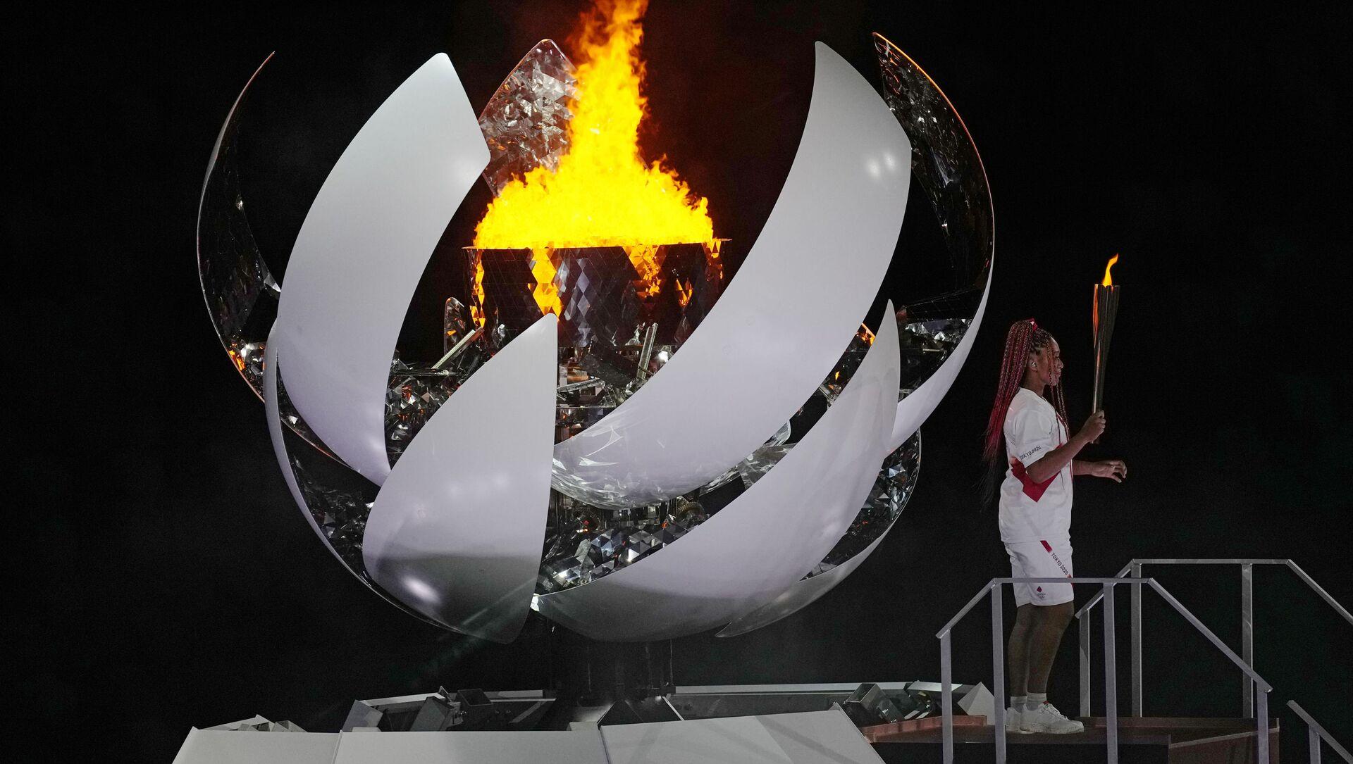 Tokyo'da Olimpiyat meşalesi  tenisçi Naomi Osaka tarafından yakıldı  - Sputnik Türkiye, 1920, 23.07.2021