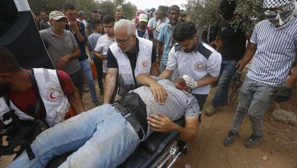 Filistin Kızılayı, İsrail güçlerinin Batı Şeria'nın Beita kasabasında yasa dışı Yahudi yerleşim politikalarına karşı gerçekleştirilen protestoya müdahalesinde 320 Filistinlinin yaralandığını duyurdu. - Sputnik Türkiye