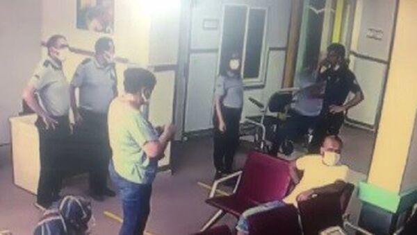 Yardım istediği polisin tabancasını kaptı - Sputnik Türkiye