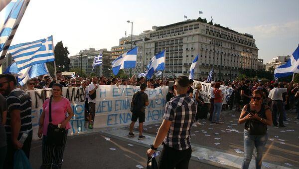 Yunanistan'da hükümetin, yeni tip koronavirüse (Kovid-19) karşı aşıyı zorunlu hale getirme kararına itiraz eden aşı karşıtları ile polis arasında çatışma çıktı.  - Sputnik Türkiye
