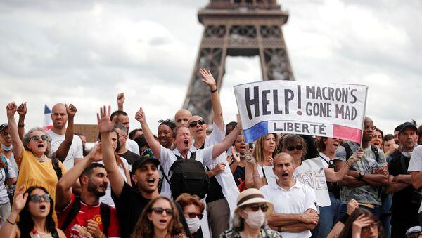 Fransa'da Kovid aşısı-testi durumunu gösteren sağlık kimliği ile sağlık personeline aşı zorunluluğu öngörülmesi, yeni protesto dalgası başlattı. - Sputnik Türkiye