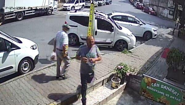 İstanbul Sarıyer'de telefonda kendisini zabıta müdürü olarak tanıtan kişi, esnafı dolandırmaya çalıştı. - Sputnik Türkiye