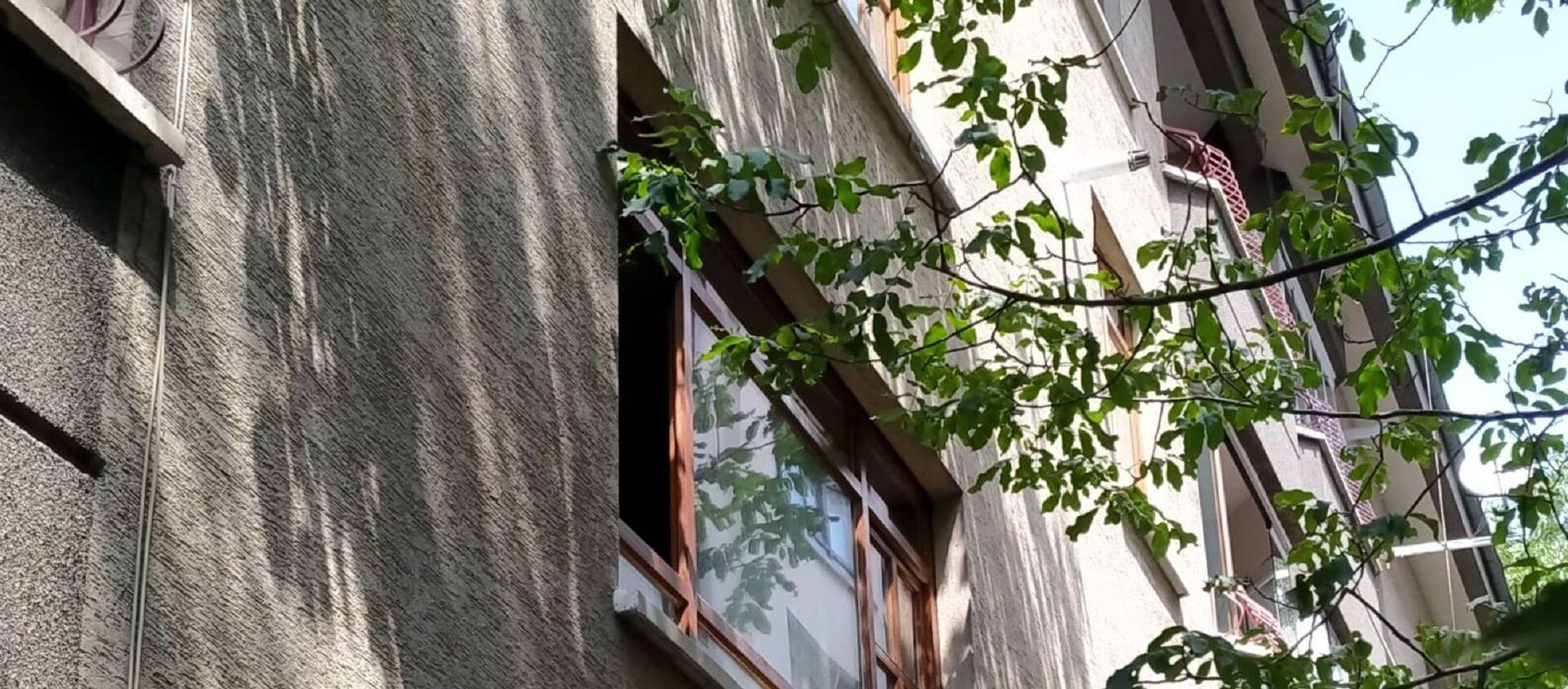 Kanseri hastası eşi Hamiyet Yıldırım'ı  kravatla boğduktan sonra tabanca ile yaşamına son veren Mehmet Yıldırım'ın evi - Sputnik Türkiye, 1920, 26.07.2021
