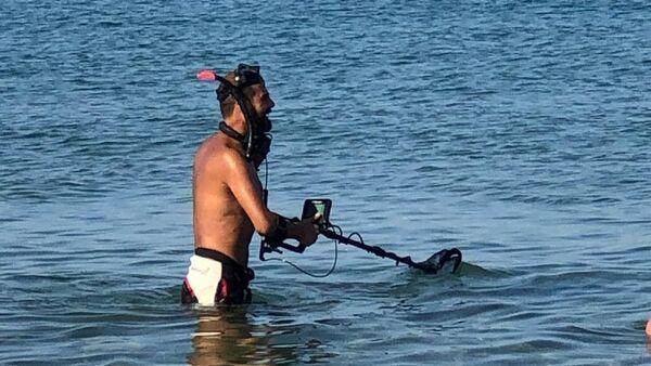 Antalya sahillerinde define avcıları - Sputnik Türkiye