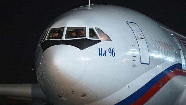 Rusya'nın gönderdiği insani yardım uçakları Küba'ya iniş yaptı - Sputnik Türkiye