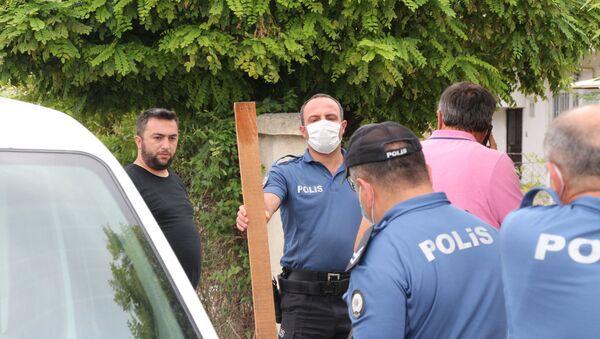 Sırasını beklemesini söyleyen doktora çivili tahtayla saldırdı - Sputnik Türkiye