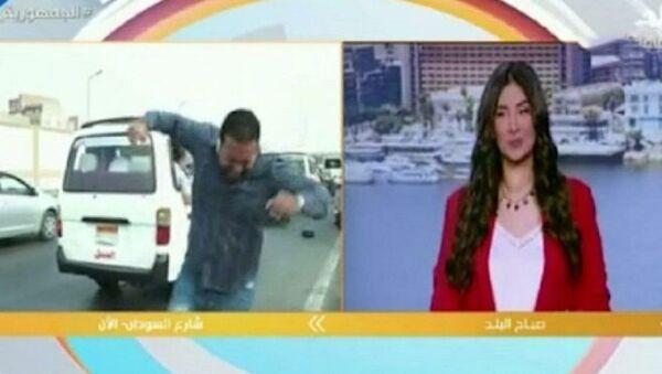 Canlı yayındaki muhabire motosiklet çarptı  - Sputnik Türkiye