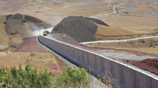 Türkiye-İran sınırında inşa edilen duvar - Sputnik Türkiye